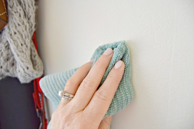 Cách làm sạch tường nhà khỏi những vết bẩn cứng đầu